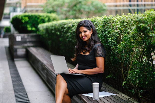 photography-of-woman-using-laptop